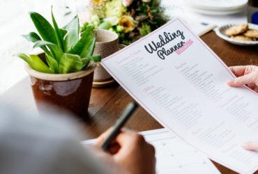 6 Metode pentru a rămâne organizată atunci când îți planifici nunta